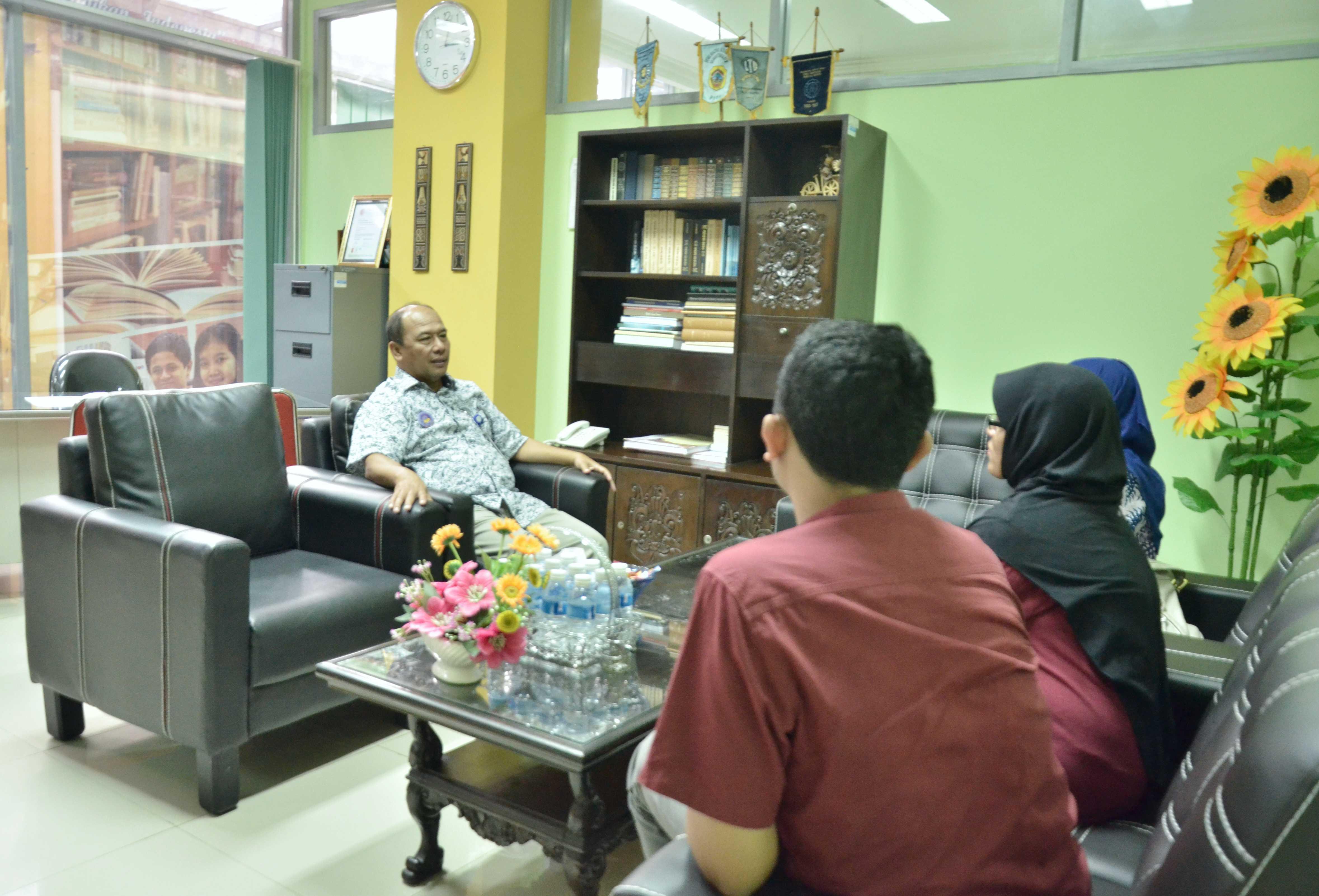 Perpustakaan uns menerima kunjungan studi literatur fakultas hukum unair